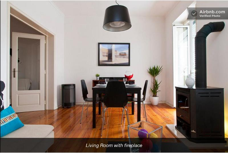 Living room with fireplace - Beautifully renovated, central & stunning views! - Lisbon - rentals