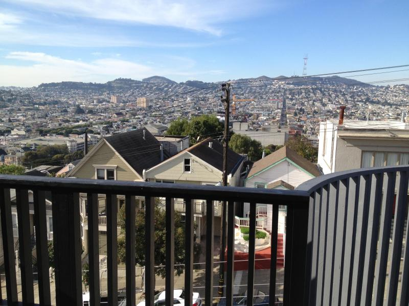 Your view to the city of San Francisco from your front Veranda - The Veranda Penthouse-Remodeled 1BR/1BA 2 ppl max. - San Francisco - rentals