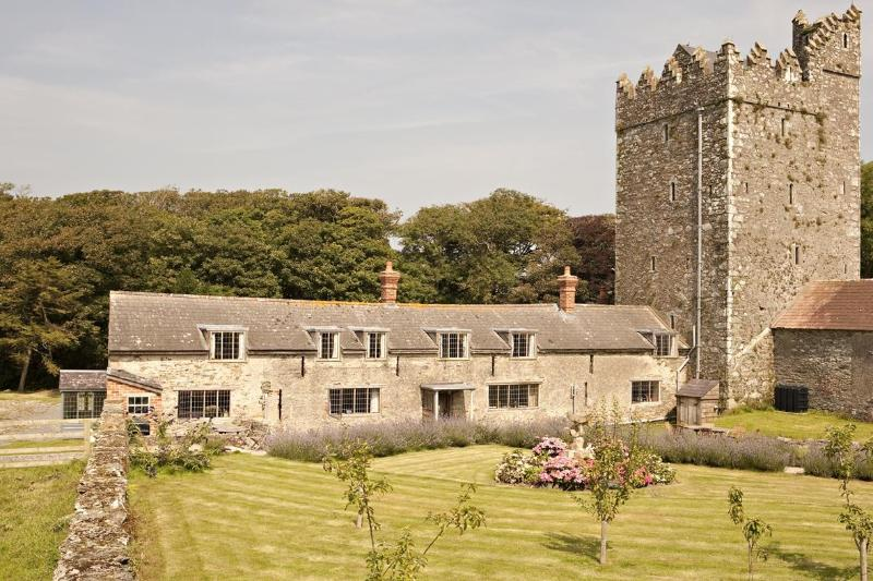 Cottages & Castle from Lavendar Garden - Delightful heritage castle cottage on farm by sea - Tomhaggard - rentals