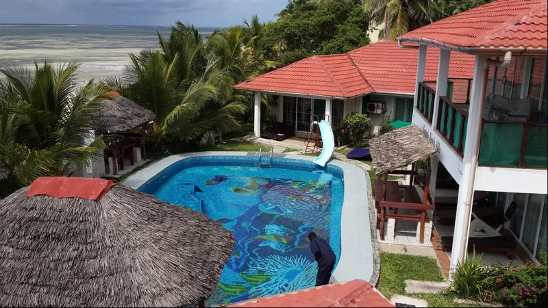 Looking down on the pool - North Bungalow one bedroom self catering apartment - Kikambala - rentals