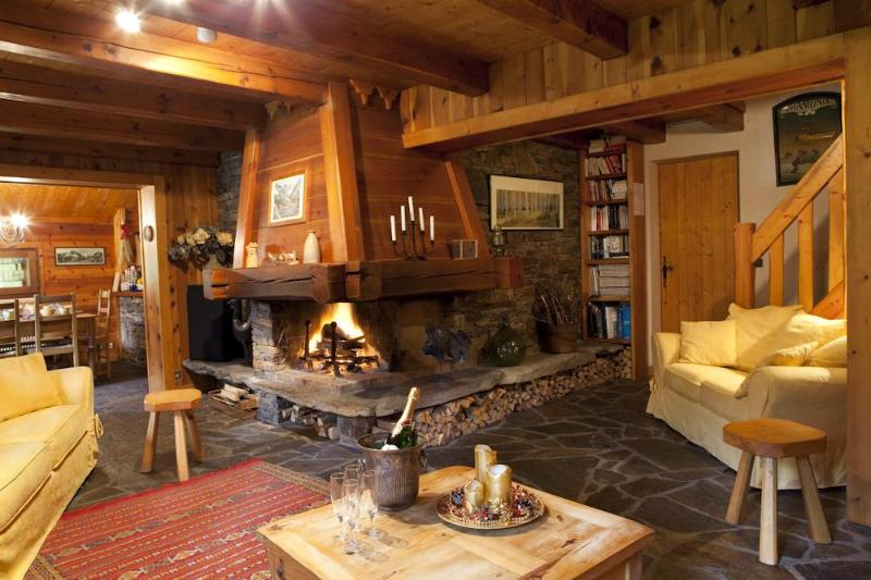 lovely warm homely living area - Marmotte Mountain Retreat - Chamonix, Argentiere - Chamonix - rentals