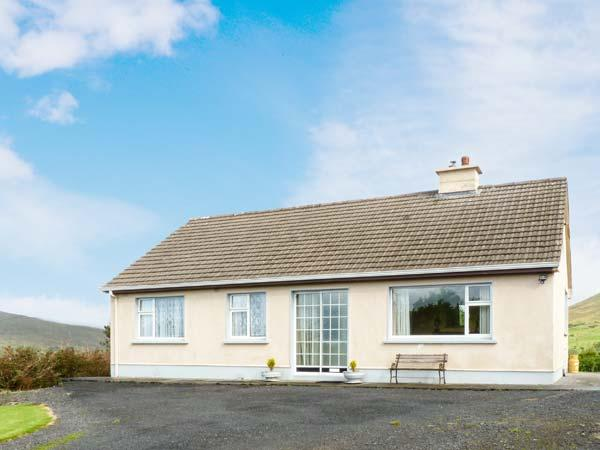 EADAN, near walks, open fire, off road parking, garden, in Cornamona, Ref 10055 - Image 1 - Northern Ireland - rentals
