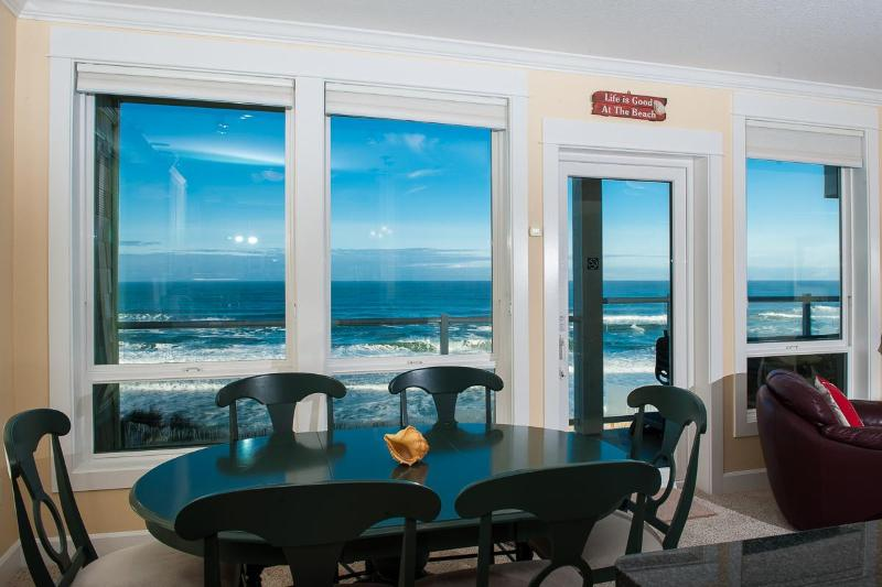 Comfortable Elegance with an Amazing View - Book now at www.KeystoneVacationsOregon.com - Corner Oceanfront Condo-Private Hot Tub-Pool-WiFi - Lincoln City - rentals
