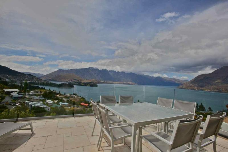The View:  town, lake & mountains - 7 Wonders - Queenstown - rentals