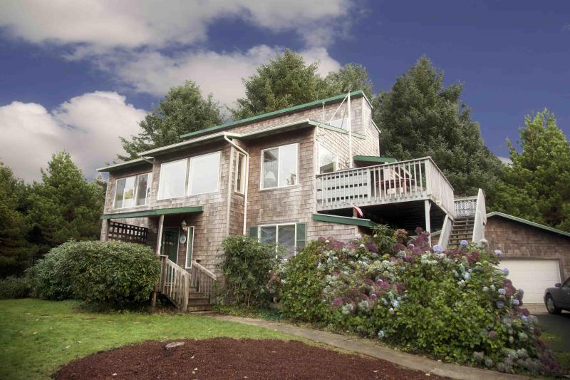 The Shell Haven - Only Steps to a Sandy Beach!  Private Hot Tub! - Yachats - rentals