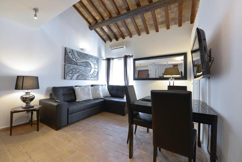 Living with dining area - Luxury 2Bdrs 2Bths Historical Center (Ibernesi 1) - Rome - rentals
