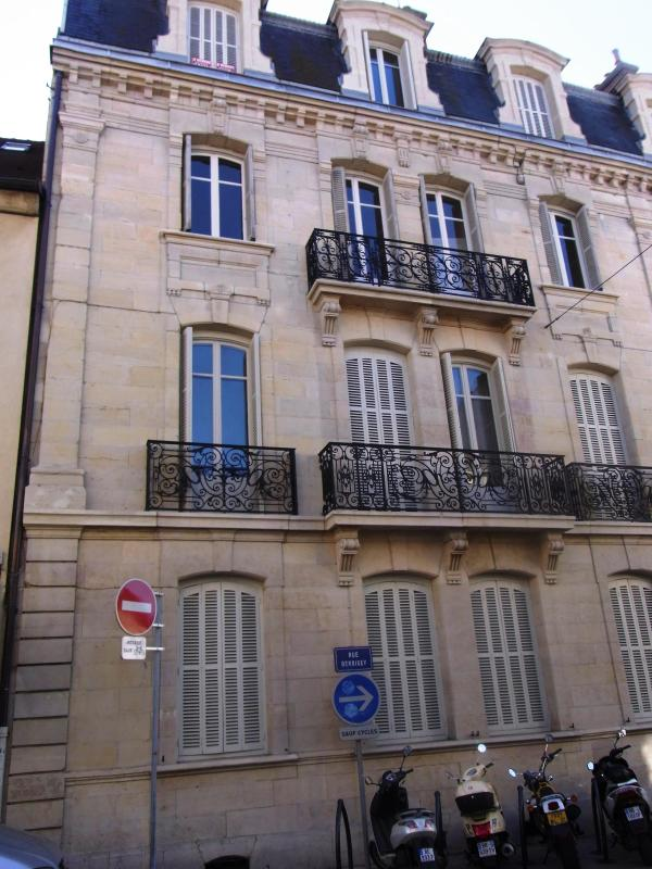 Front view of the building. The apartment is on the top floor. - Newly listed 2 bed apartment Dijon views - Dijon - rentals