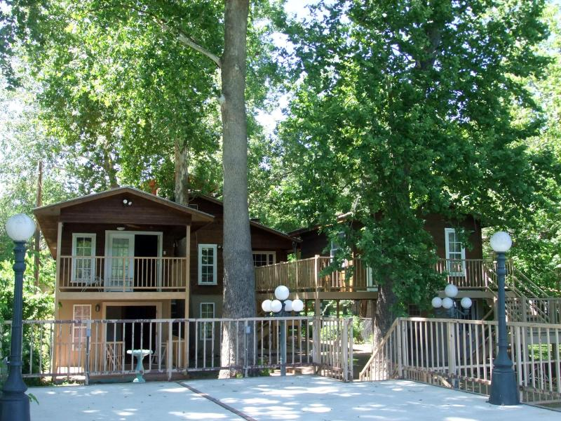 GUADALUPE RIVER LODGE NEW BRAUNFELS HILL COUNTRY - Image 1 - New Braunfels - rentals