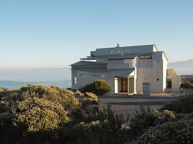Xairu is situated on Walker Bay with panoramic views. - Xairu: luxury seaside villa, whales & shark diving - Gansbaai - rentals