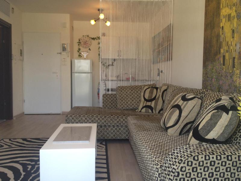 Living Room - Central Boutique - Prime Location - Tel Aviv - Tel Aviv - rentals