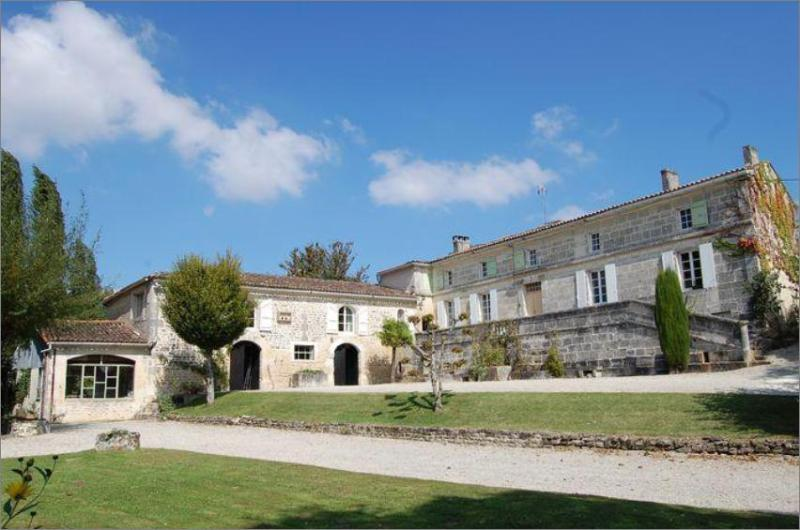 Idyllic Domaine Borgnette :Renovated 18th century farm  - distillery in Charentes region - Comfort & Privacy - Image 1 - Moulidars - rentals