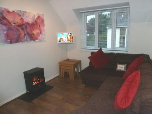 TREE TOPS APARTMENT, Bowness on Windermere - Image 1 - Bowness & Windermere - rentals
