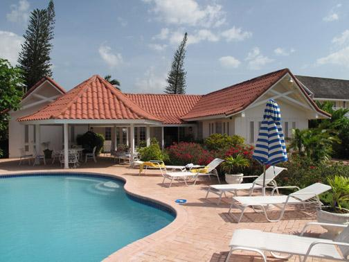 PARADISE PSU - 100791 - SPACIOUS | PRIVATE | 3 BED | BEACHFRONT | FAMILY VILLA - RUNAWAY BAY - Image 1 - Discovery Bay - rentals
