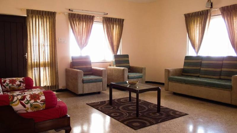 Living Room with Sofa and Divan - Corner Stay Serviced Apartment - Race Course-2BHK - Coimbatore - rentals