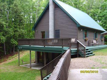 Maple Ridge Chalet, 3 bd, wooded, Pic Rocks Close! - Image 1 - Munising - rentals