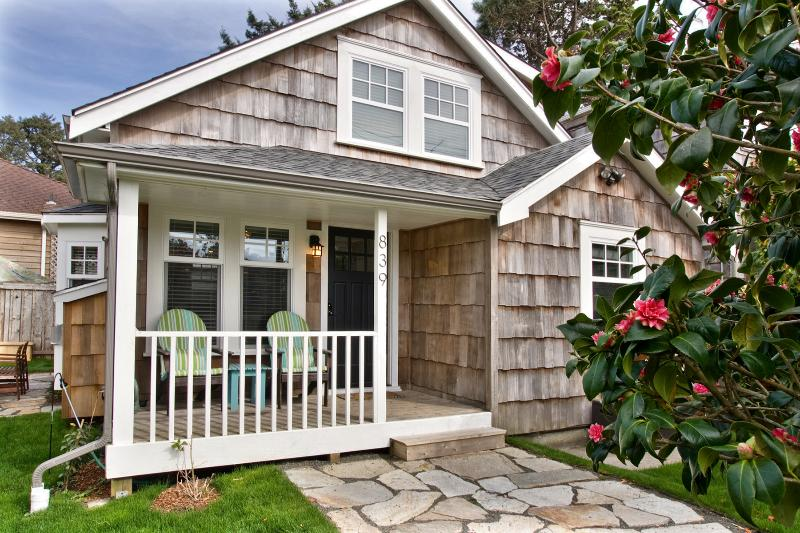 1 block to the beach and easy walk to town - Coastal charm and comfort- close to town and beach - Cannon Beach - rentals