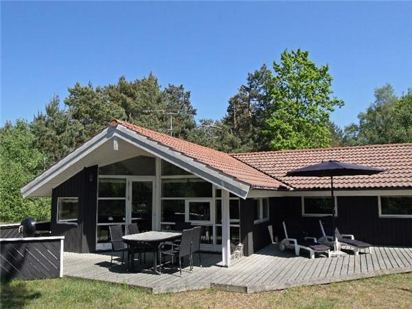 Holiday house for 8 persons near the beach in Sømarken - Image 1 - Akirkeby - rentals