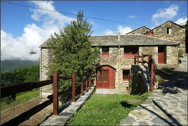 Apartment for 6 persons, with swimming pool , in Pyrenees - Image 1 - Serrat - rentals