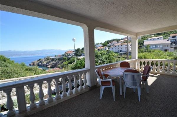Apartment for 4 persons near the beach in Krk - Image 1 - Vrbnik - rentals