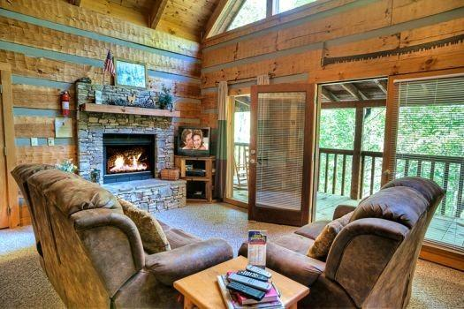 COZY MOUNTAIN HIDEAWAY - Image 1 - Gatlinburg - rentals