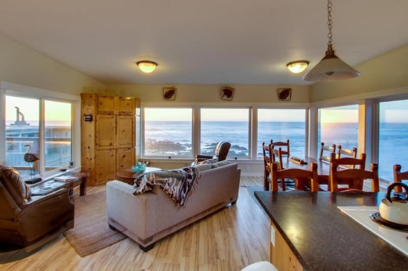 Rocky Shores Upper Level - Image 1 - Yachats - rentals