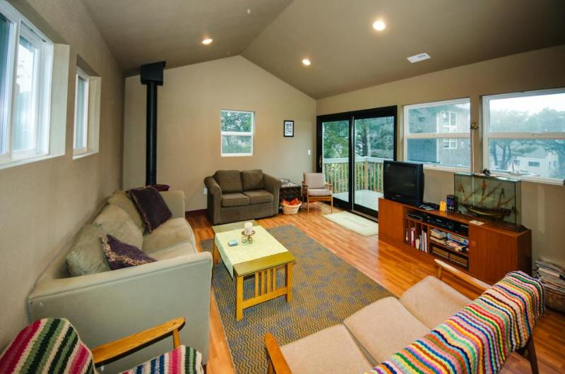 Willow Street Retreat - Image 1 - Lincoln Beach - rentals