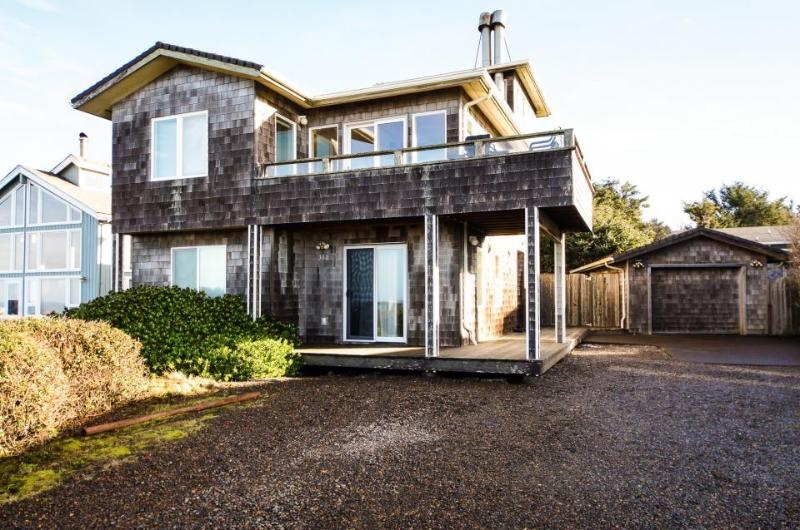 Sea Palace Oceanfront and Hot Tub - Image 1 - Yachats - rentals