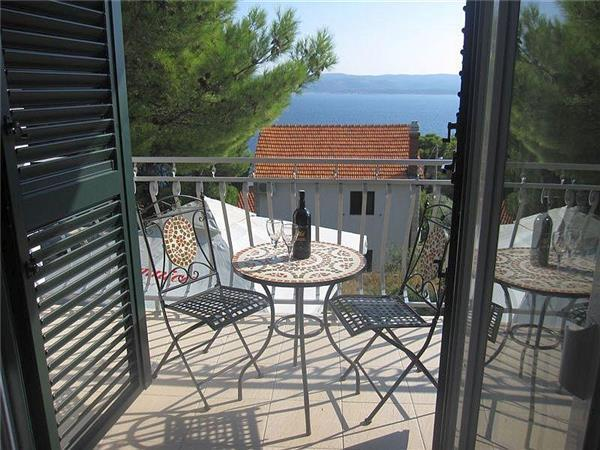 Apartment for 4 persons near the beach in Omis - Image 1 - Krilo Jesenice - rentals