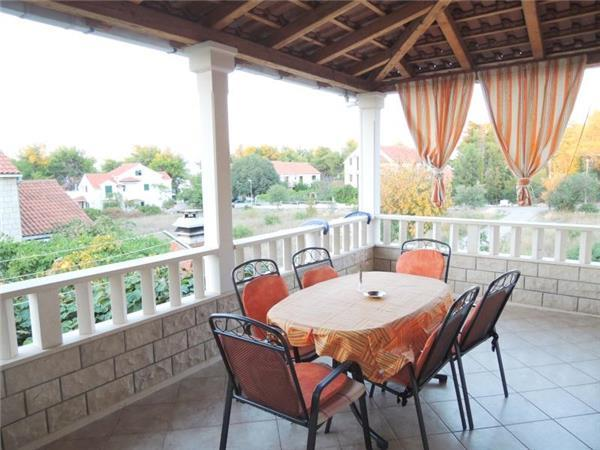 Apartment for 6 persons near the beach in Brac - Image 1 - Mirca - rentals