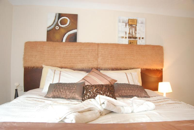 Bedroom 1 sleeps 3 - Upper Apartment, Robertsbridge Retreat Apartments - Robertsbridge - rentals