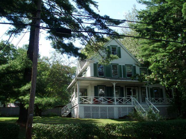 Victorian House front yard - Victorian Lake Home in Catskill Region/ Bethelwood - Lake Huntington - rentals