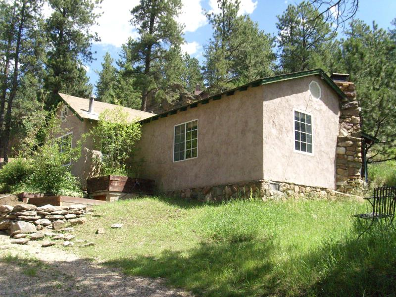 Stucco Frame Cottage - Charming 2 BR Cottage Outside Evergreen, CO - Evergreen - rentals