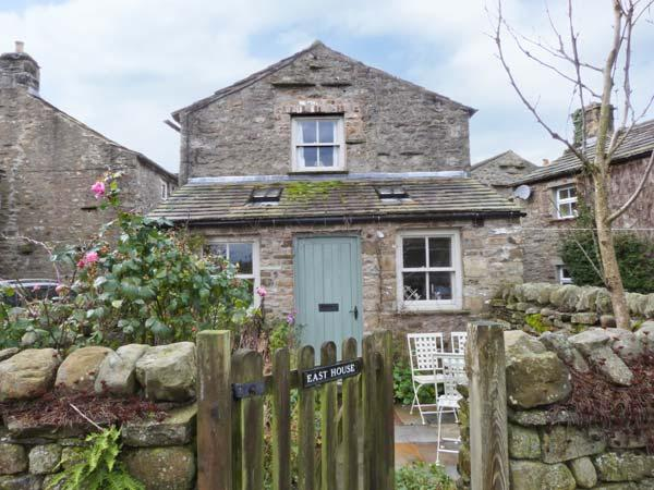 EAST HOUSE stone-built, en-suites, open fire in Hawes Ref 23441 - Image 1 - Hawes - rentals