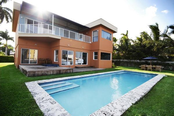 Waterfront side of house with pool and jacuzzi - Modern Waterfront with Pool, Jacuzzi and Views! - Miami Beach - rentals