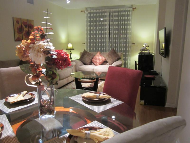 Living and Dining Room with a Sofa Bed and Smart Plasma TV - BAY VIEW APARTMENT IN THE HEART OF BRICKELL - Miami - rentals