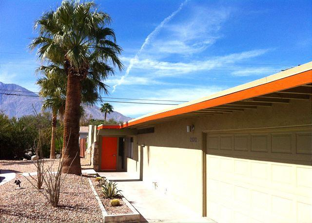 Mid-Century Golfer's Retreat, Pool, Mountain Views, Sleeps 6 - Image 1 - Palm Springs - rentals
