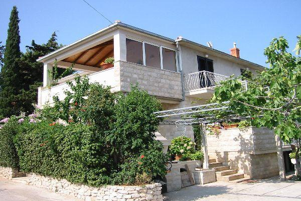 Apartment for 5 persons near the beach in Brac - Image 1 - Supetar - rentals