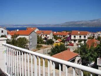 Apartment for 10 persons near the beach in Brac - Image 1 - Supetar - rentals
