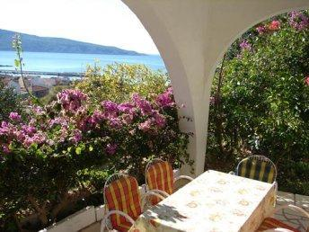 Apartment for 5 persons near the beach in Vis - Image 1 - Komiza - rentals