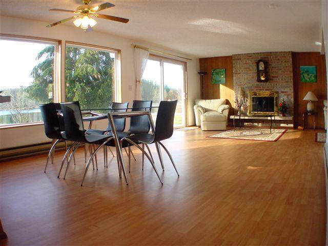Dining area overlooking the lake - Beautiful WaterFront House on Whidbey Island Free Wi-Fi, Best Rate! - Clinton - rentals
