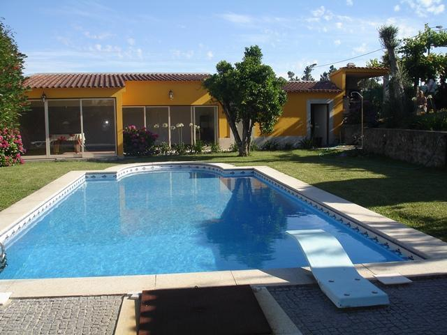 Elegant Villa with Swimming Pool - Image 1 - Braga - rentals