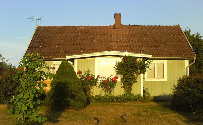 Frontside - Family friendly house only 400 m from the ocean - Ukna - rentals