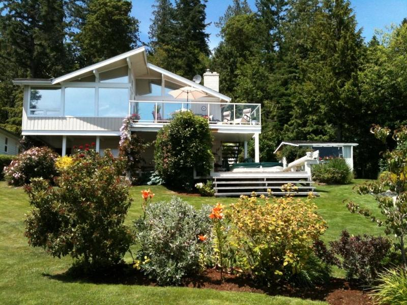 Beautiful Oceanfront Home with Spectacular View! - Image 1 - Mill Bay - rentals