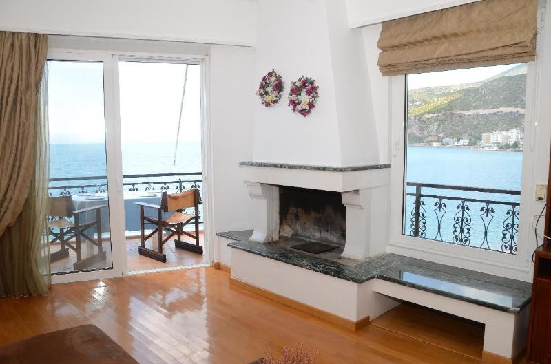 Living room and balcony with stunning view - Loutraki - by the beach - amazing view - Loutraki - rentals