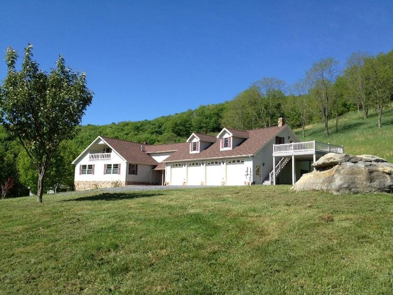 Welcome to Apple Tree Guest House! - Heavenly Retreat & Private Trails By Spruce Knob - Riverton - rentals