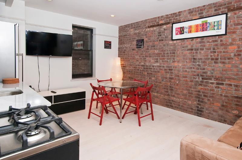 Fabulous 2 bed/1 bath near Times Square - Image 1 - New York City - rentals