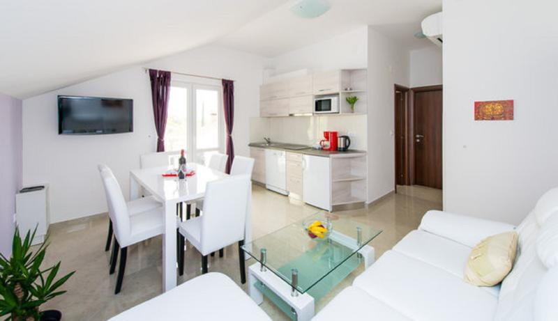 Living room and kitchen - Villa San - Apartment with balcony (2+2) - Plat - rentals