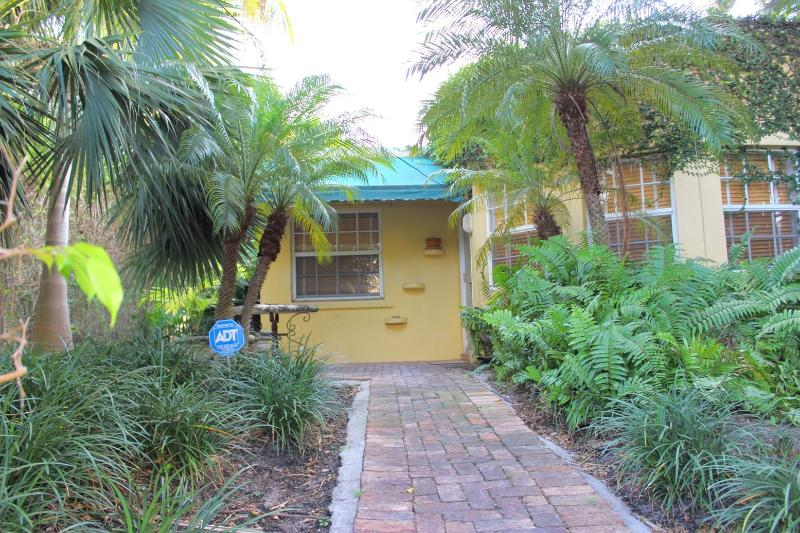 Front of House - Cheapest Home Closest to South Beach - Miami Beach - rentals