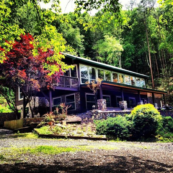 Side View - The Lodge at Bear Creek Cove - Bryson City - rentals