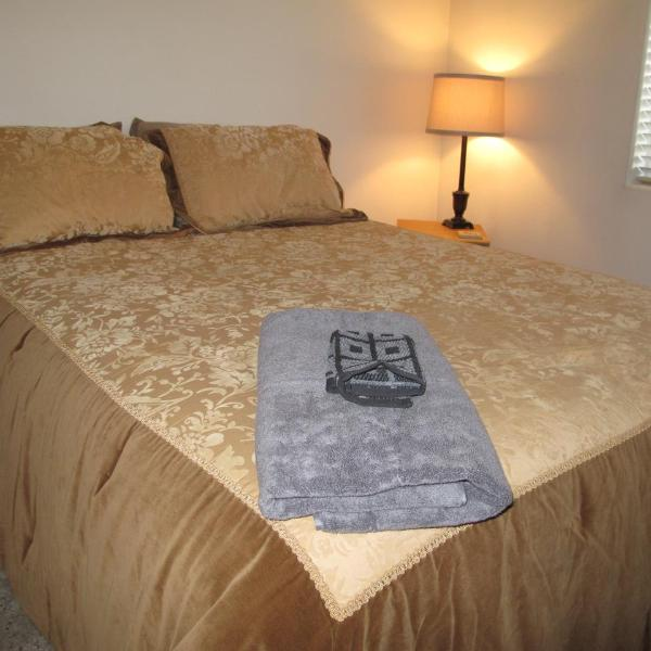 Master Bedroom with Queen Memory Foam Mattress  - Cozy Condo Along Campbell Creek Trail System in Midtown - Anchorage - rentals